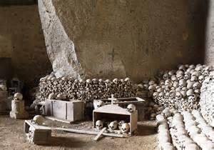 Campania enigmi e segreti - Cimitero di Fontanelle Napoli