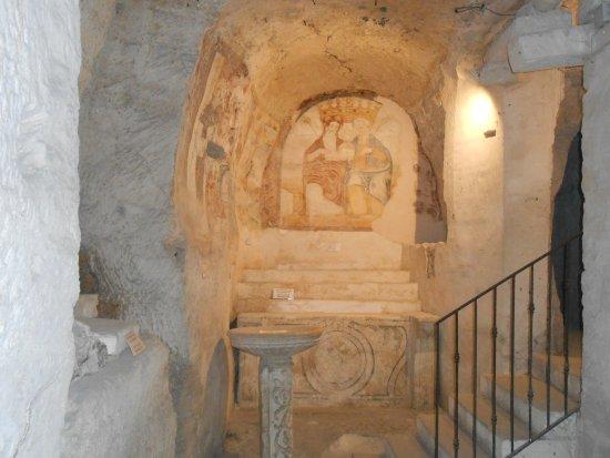 chiesa rupestre di san giuliano altare
